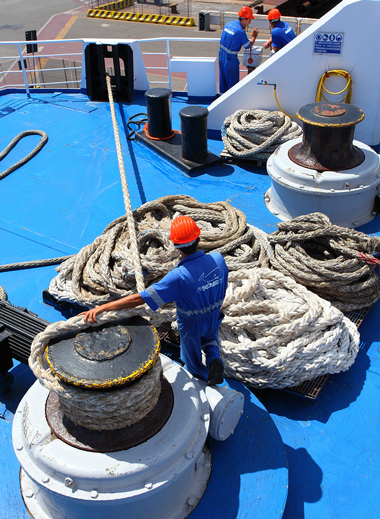 A crew member has the right to receive money compensation for work injuries.